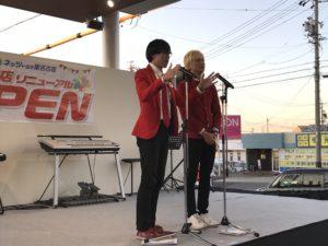 名古屋のイベントで漫才を披露する漫才師ウェイウェイズ